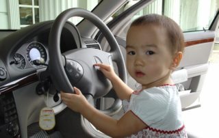 child-behind-the-wheel-479304_640